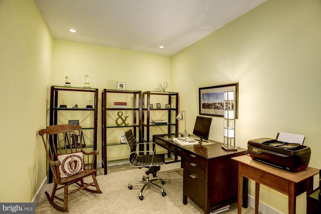 Home office w/ custom recessed lighting - 1418 N RHODES ST #B102, ARLINGTON