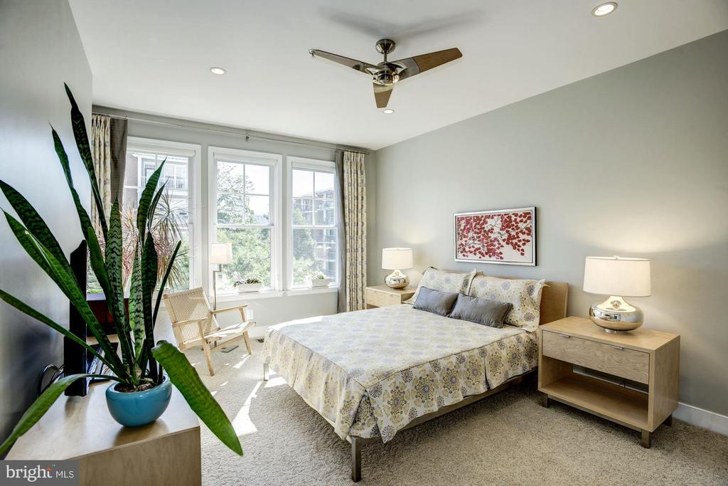 Master bedroom with custom designer paint & fan - 1418 N RHODES ST #B102, ARLINGTON