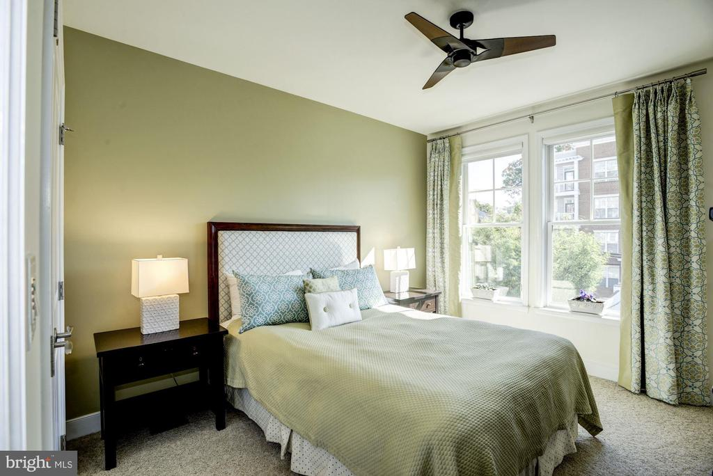 Second bedroom with custom designer paint & fan - 1418 N RHODES ST #B102, ARLINGTON