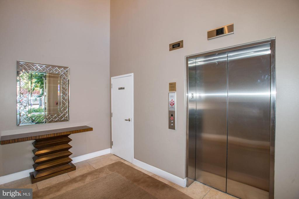 Community elevator takes you to roof top - 1418 N RHODES ST #B102, ARLINGTON