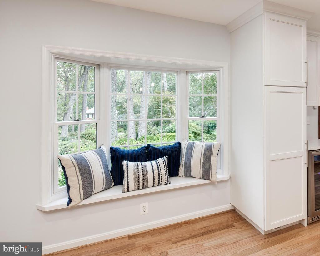 Bay window seating in the kitchen & Pantry Closet. - 11005 BIRDFOOT CT, RESTON