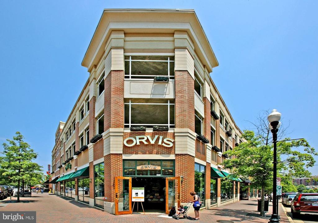 Walking distance to shops - 1418 N RHODES ST #B102, ARLINGTON
