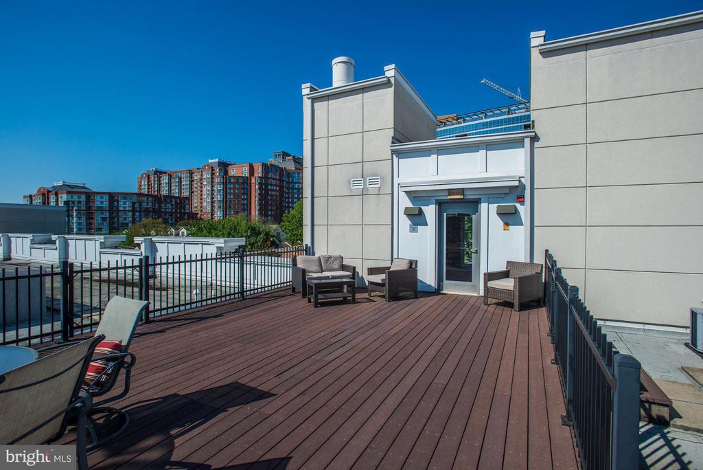 1 of 2 community roof tops provide awesome views - 1418 N RHODES ST #B102, ARLINGTON