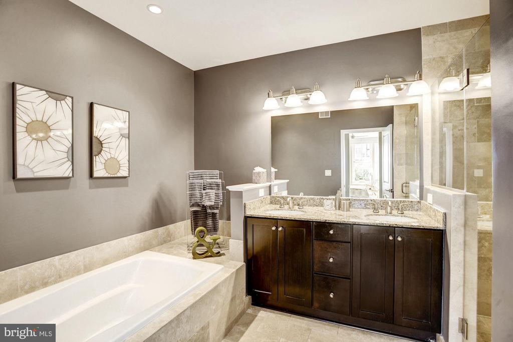 Master bath offers dual vanities and shower heads - 1418 N RHODES ST #B102, ARLINGTON
