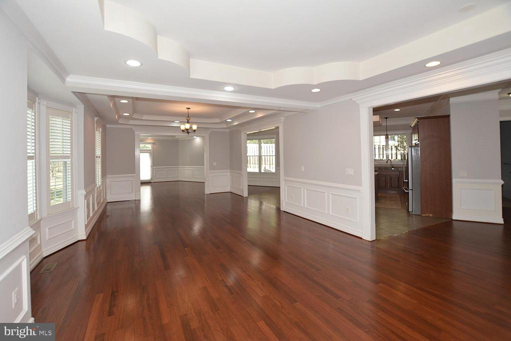 LR / DR opens to kitchen and foyer - 1706 N RANDOLPH ST, ARLINGTON