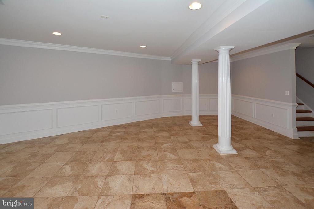 Lower Lvl Third Office, Hobby Room, or Sitting Rm - 1706 N RANDOLPH ST, ARLINGTON