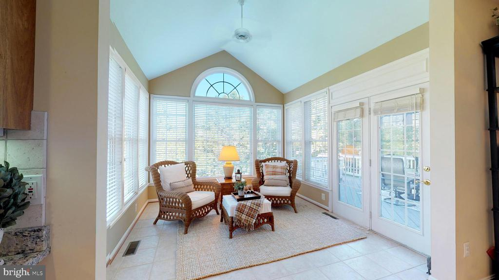 Bright And Inviting! - 20386 CLIFTONS POINT ST, POTOMAC FALLS