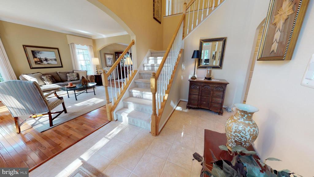 Such an Inviting Entrance - 20386 CLIFTONS POINT ST, POTOMAC FALLS