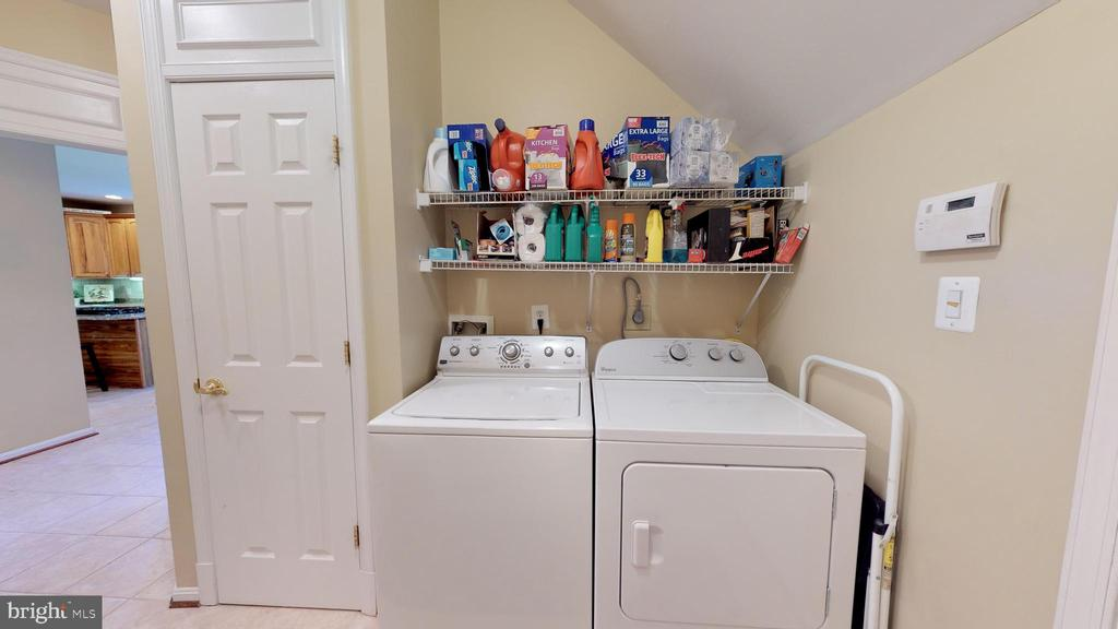 Spacious Main Level Laundry - 20386 CLIFTONS POINT ST, POTOMAC FALLS