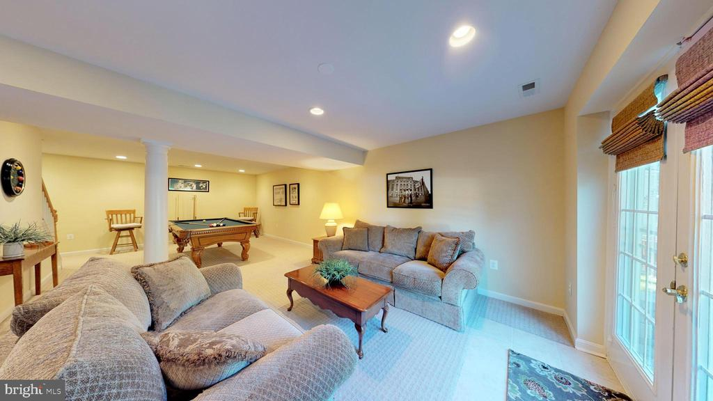 Plenty of Room To Play! - 20386 CLIFTONS POINT ST, POTOMAC FALLS