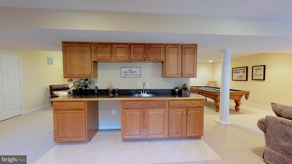 Wet Bar With Room For Fridge - 20386 CLIFTONS POINT ST, POTOMAC FALLS
