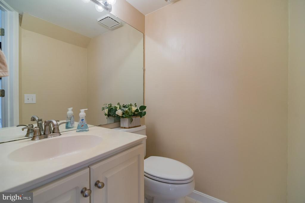 Half bath in the main level. - 46891 EATON TER #300, STERLING