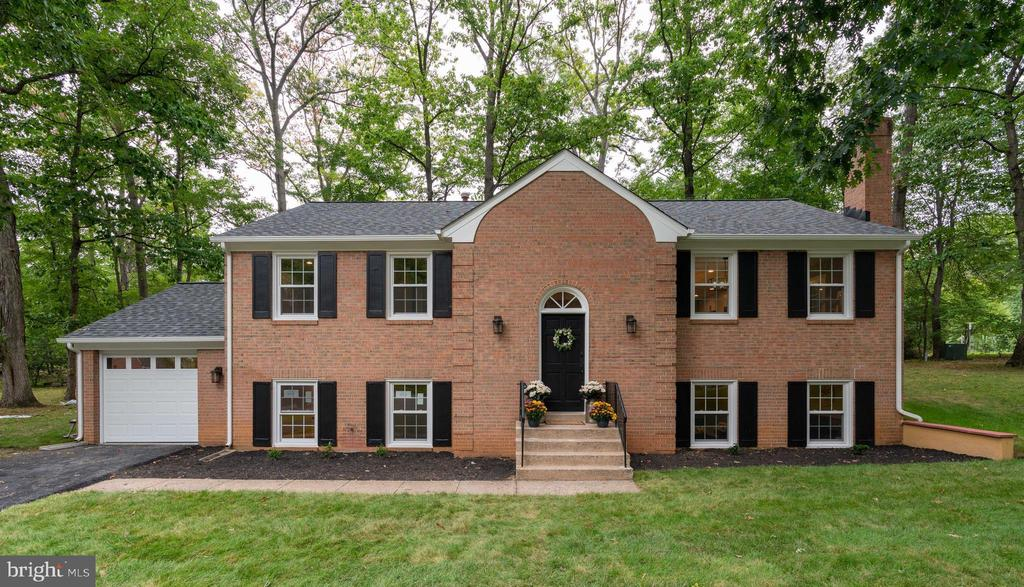 Stunning Home! - 12008 TROTTER LN, RESTON