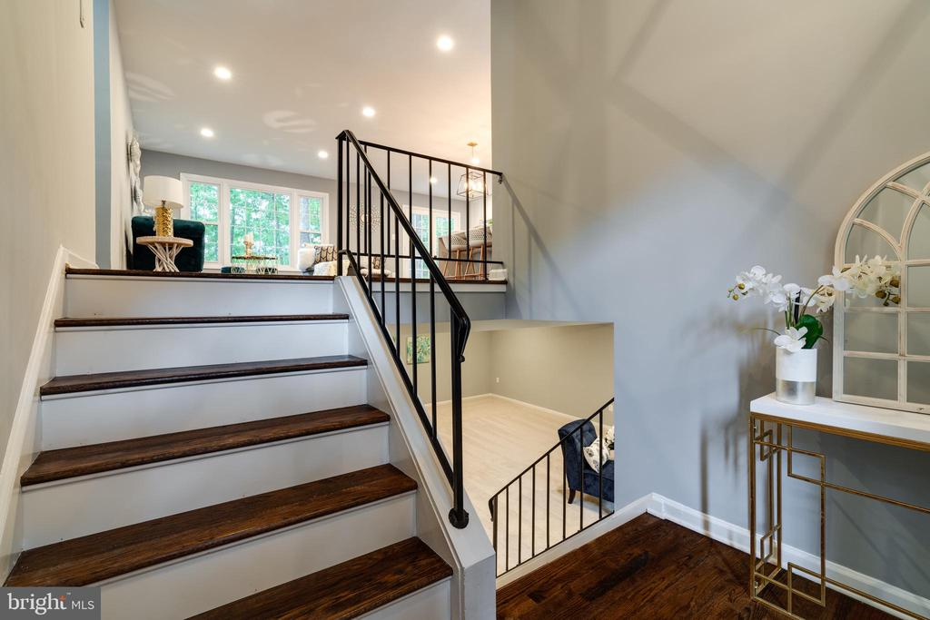 Split Foyer! - 12008 TROTTER LN, RESTON