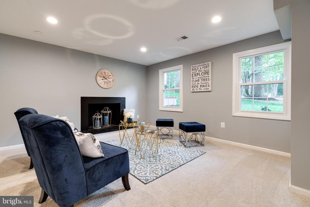 Spacious Family Room! - 12008 TROTTER LN, RESTON