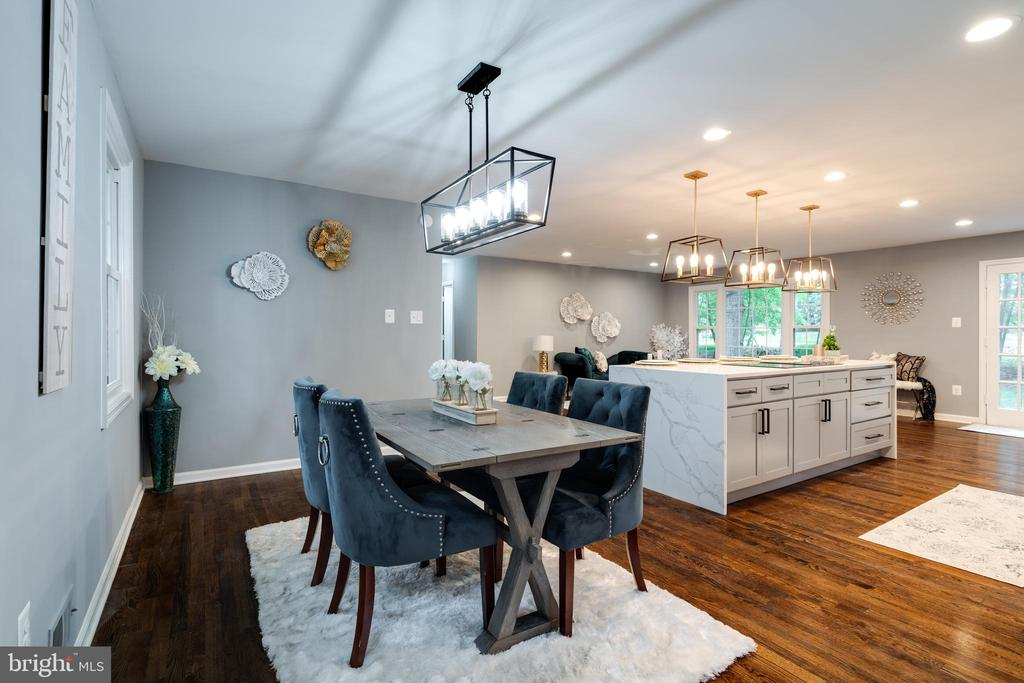 Amazing Kitchen and Dinning Area! - 12008 TROTTER LN, RESTON