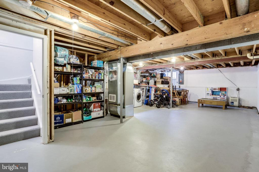 Well kept and spacious basement w/ high ceilings - 2536 S WALTER REED DR #A, ARLINGTON