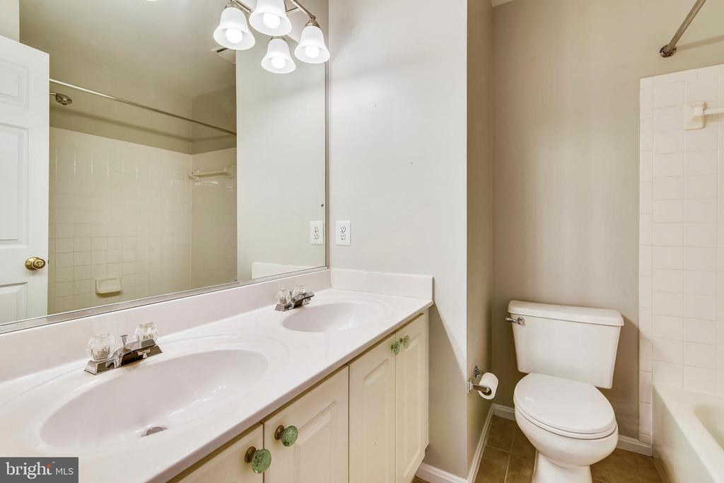 Full bath ~double vanity in upper hall. - 44127 ALLDERWOOD TER, ASHBURN