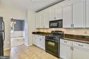 Kitchen w/gas cooking, ceramic tile! - 44127 ALLDERWOOD TER, ASHBURN