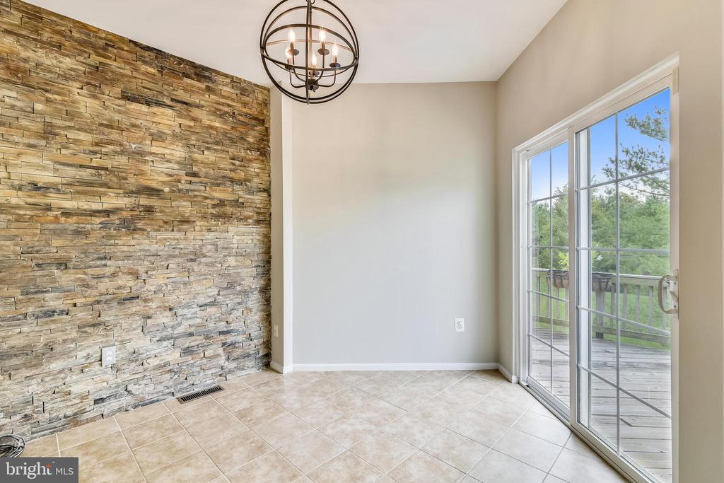 Breakfast rm w/custom slate accent wall! - 44127 ALLDERWOOD TER, ASHBURN