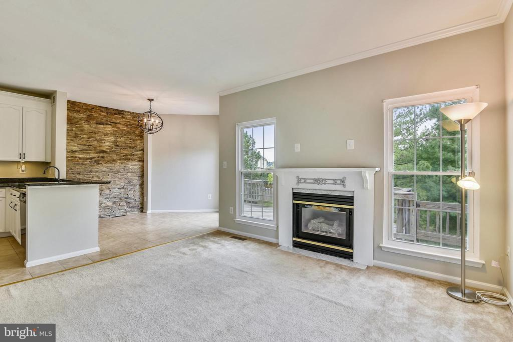 Breakfast room opens to deck with treed backyard! - 44127 ALLDERWOOD TER, ASHBURN