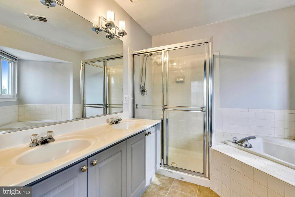 Master bath, sep shower/soaking tub! - 44127 ALLDERWOOD TER, ASHBURN