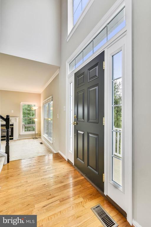 Entry foyer w/ hardwood, new front door! - 44127 ALLDERWOOD TER, ASHBURN