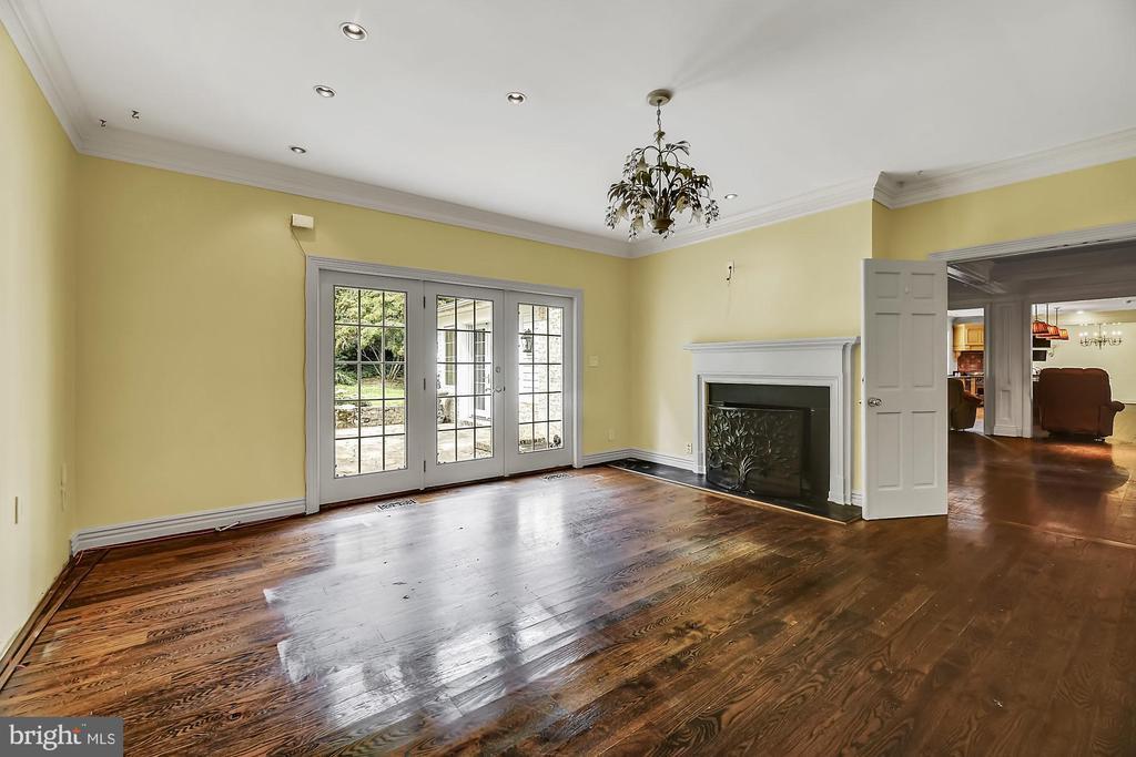 Master suite sitting area - 13224 LONGNECKER RD, GLYNDON