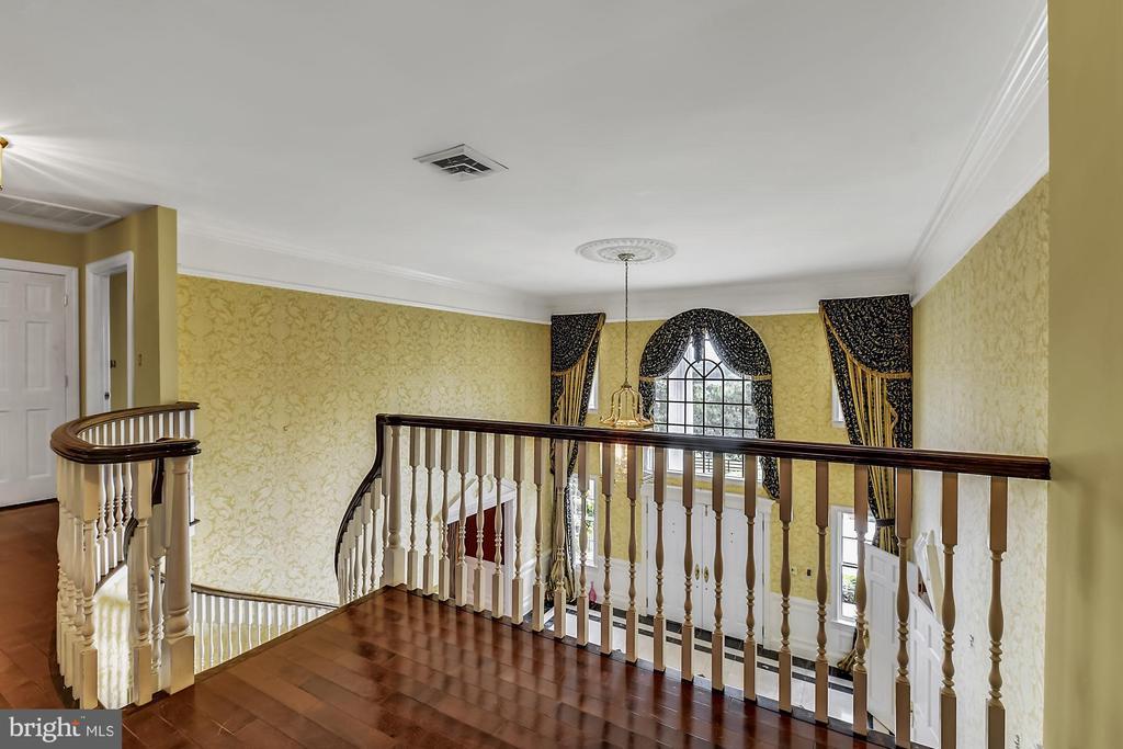 Fabulous second floor landing & staircase - 13224 LONGNECKER RD, GLYNDON