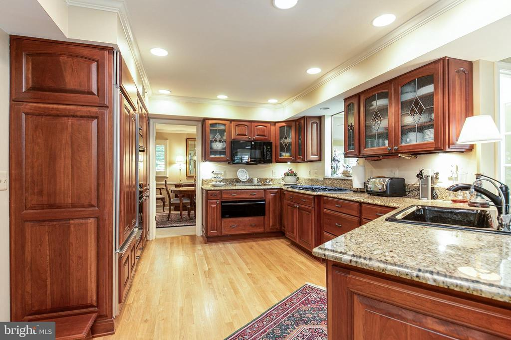 Kitchen fully redesigned - 6093 ARRINGTON DR, FAIRFAX STATION