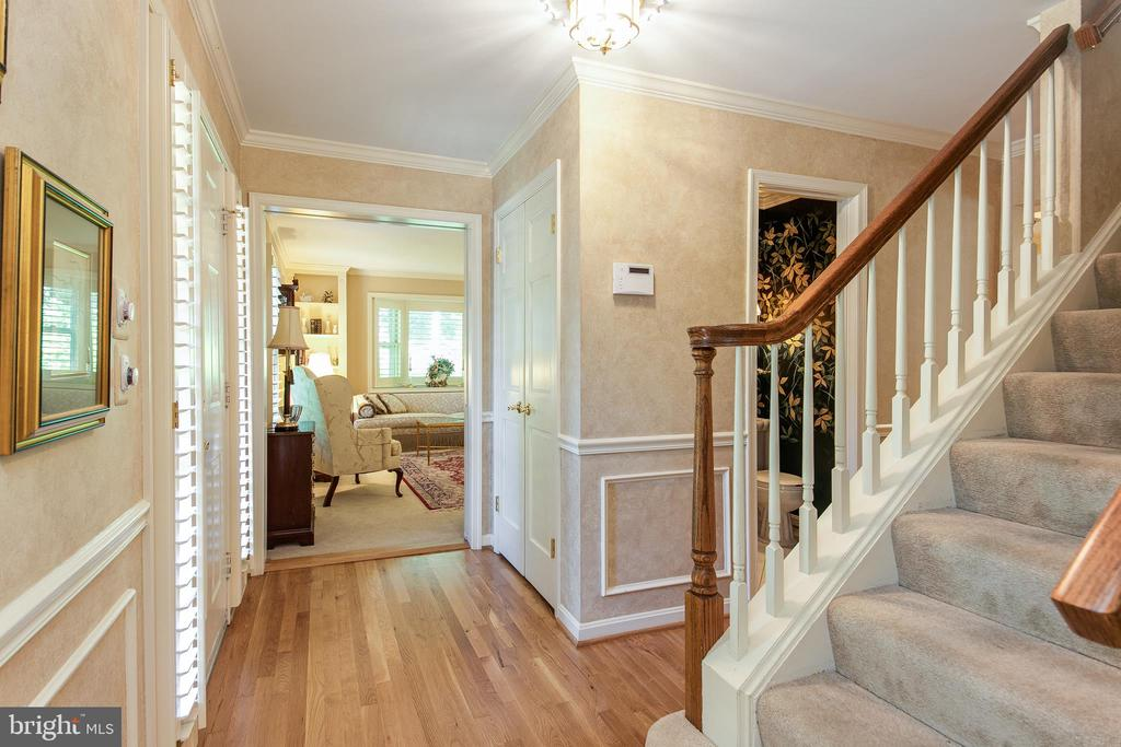 Foyer - 6093 ARRINGTON DR, FAIRFAX STATION