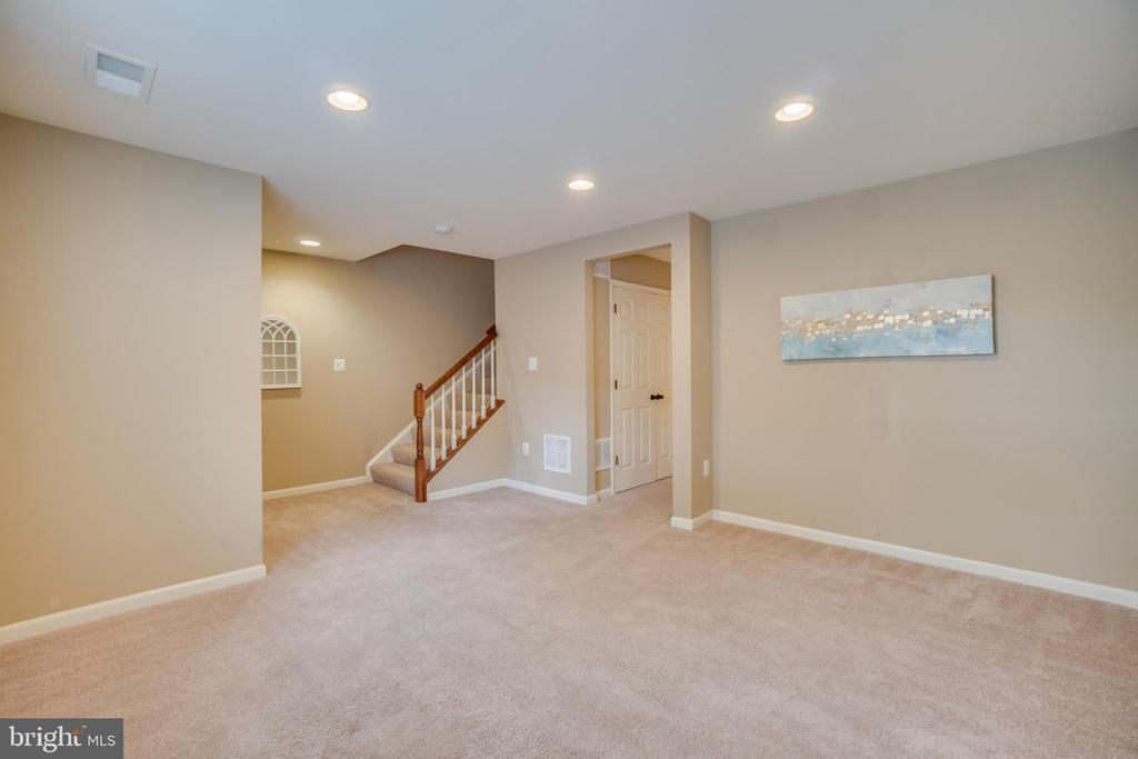 Recessed Lighting - 203 APRICOT ST, STAFFORD