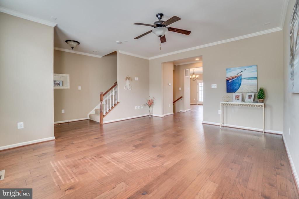 Wood Floors on Main Level - 203 APRICOT ST, STAFFORD