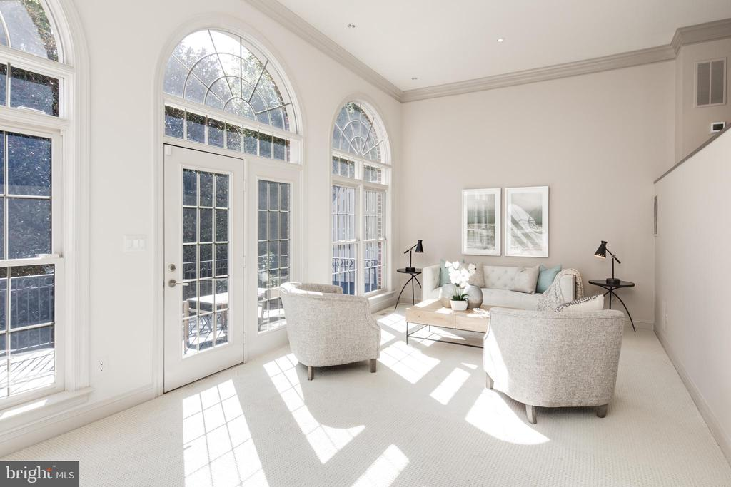 Bright & Sunny Living Room - 2131 N SCOTT ST, ARLINGTON
