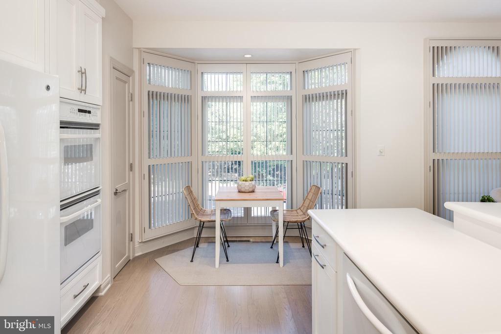 Bay Window - 2131 N SCOTT ST, ARLINGTON