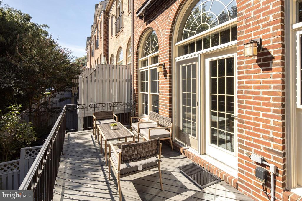 Deck with Motorized Awning - 2131 N SCOTT ST, ARLINGTON