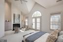 Glorious Master Bedroom Suite - 2131 N SCOTT ST, ARLINGTON