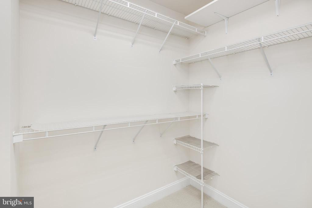 Great Closet Space - 2131 N SCOTT ST, ARLINGTON