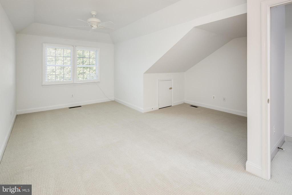 Guest Suite Upper Level - 2131 N SCOTT ST, ARLINGTON