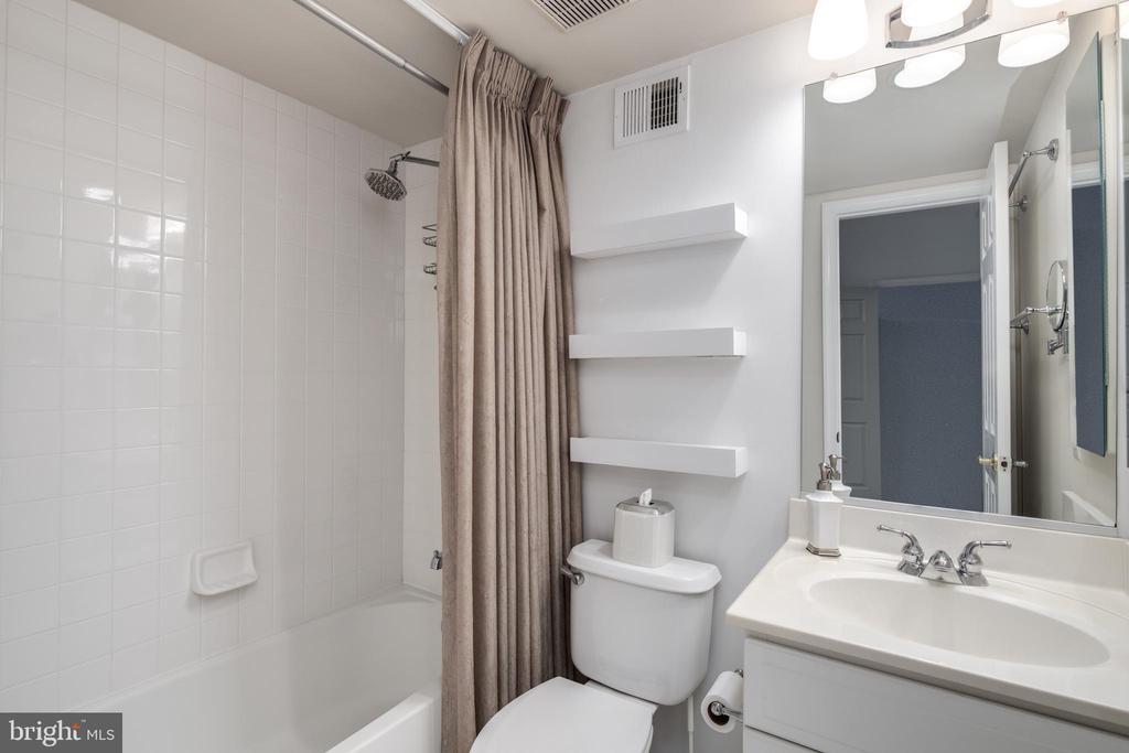 Guest Bath Upper - 2131 N SCOTT ST, ARLINGTON