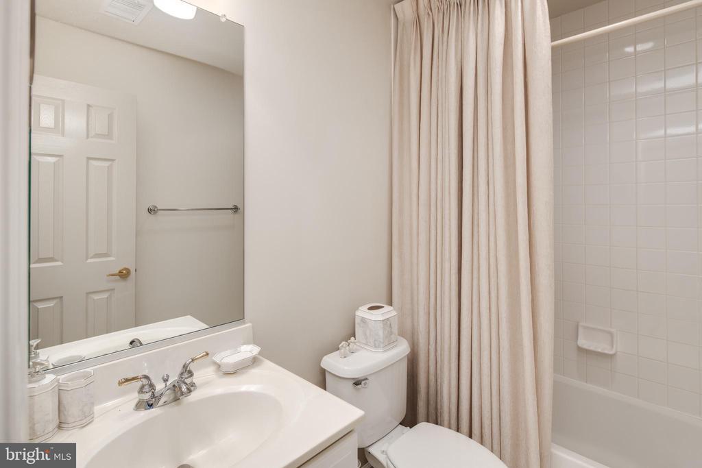 Guest Bath - 2131 N SCOTT ST, ARLINGTON