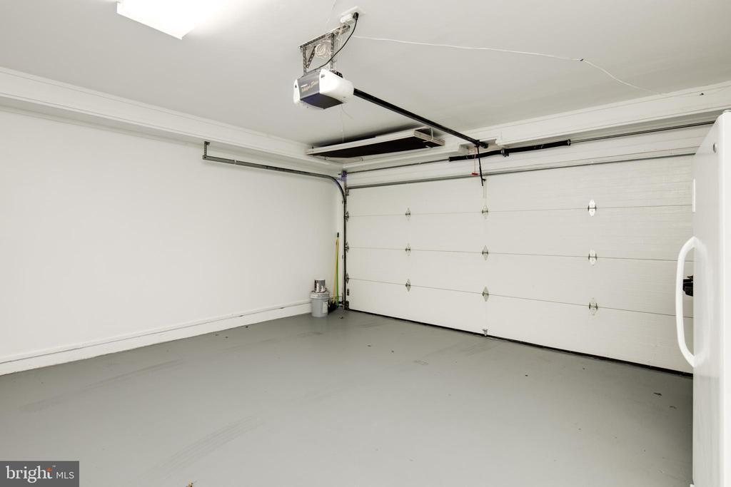Large Clean Garage - 2131 N SCOTT ST, ARLINGTON