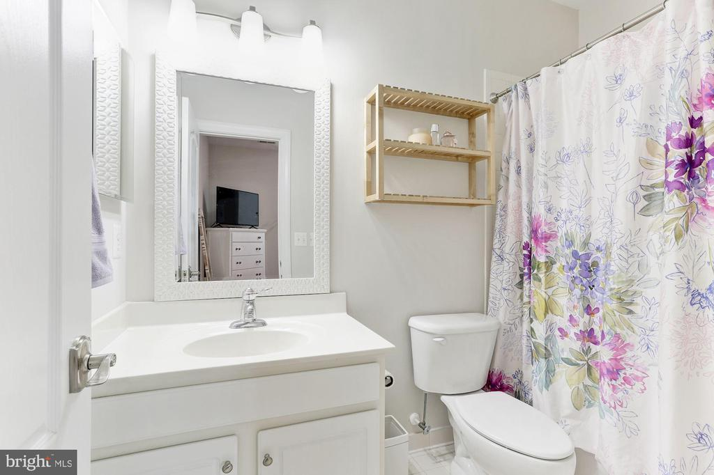 Private Bath for Princess Suite - 18837 ACCOKEEK TER, LEESBURG