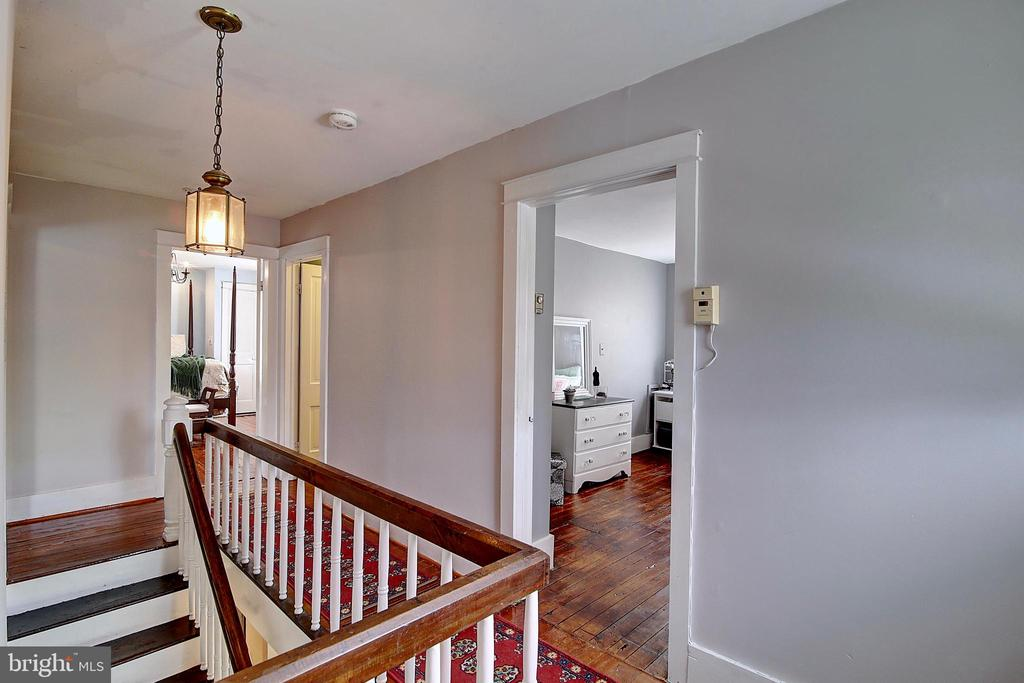 Upper Hall - 37 S LOUDOUN ST, LOVETTSVILLE