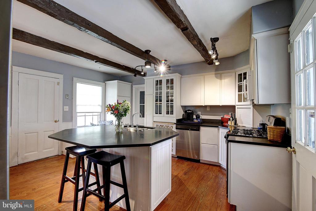 Kitchen - 37 S LOUDOUN ST, LOVETTSVILLE