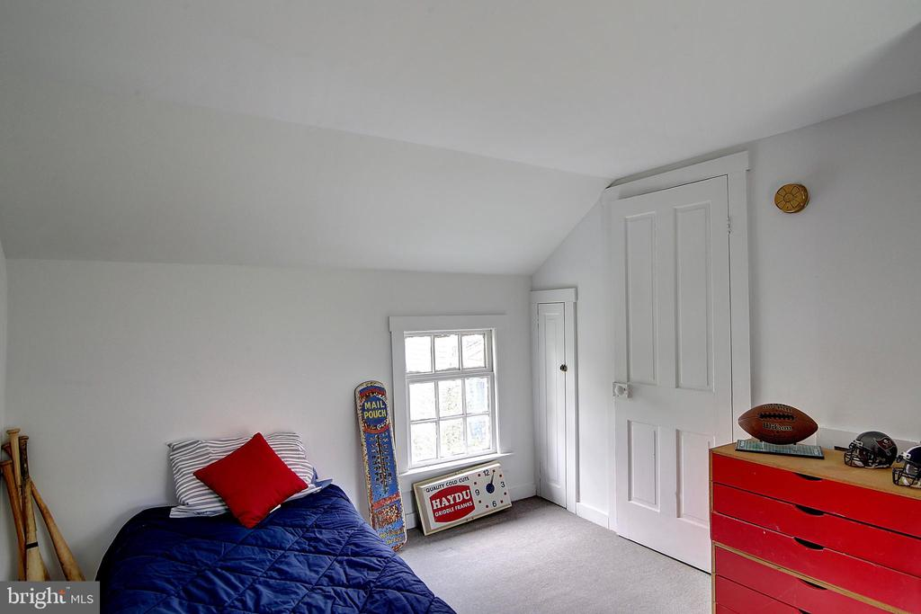 Guest House - 37 S LOUDOUN ST, LOVETTSVILLE