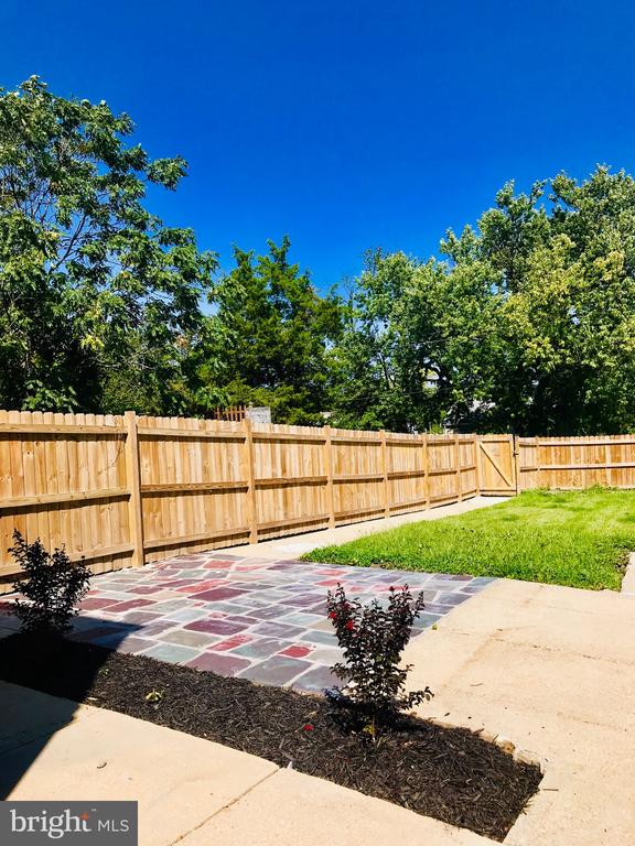 Private Oasis in Backyard - 5106 JAY ST NE, WASHINGTON
