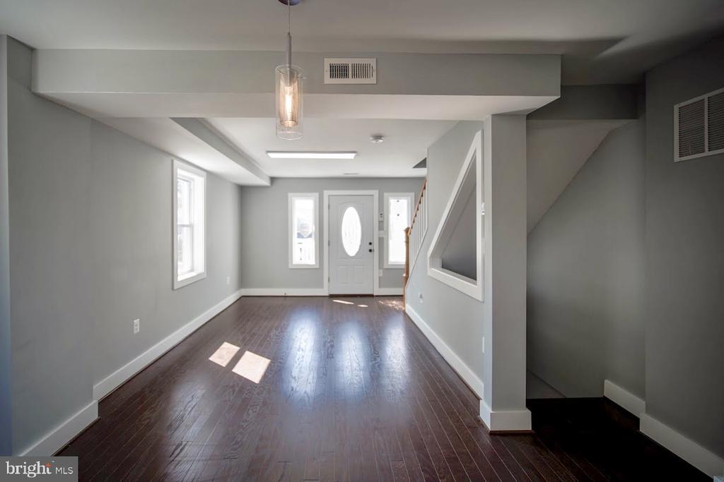 Natural Sunlight in Living Room/Dining Room - 5106 JAY ST NE, WASHINGTON
