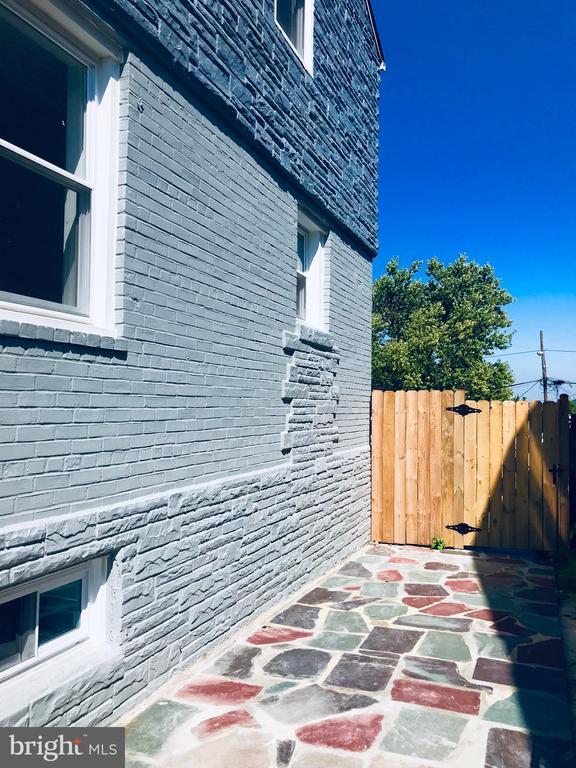 Stonepath to Backyard - 5106 JAY ST NE, WASHINGTON