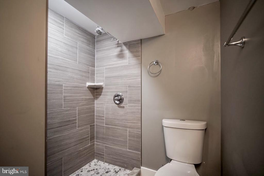 Impeccable Shower - 5106 JAY ST NE, WASHINGTON